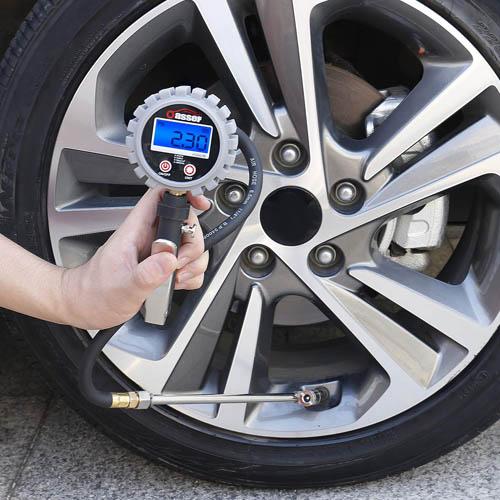 Jauge de pression des pneus